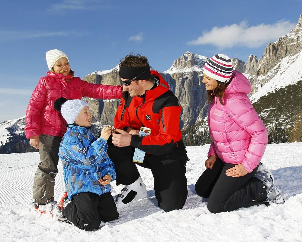 Famiglia in alta montagna